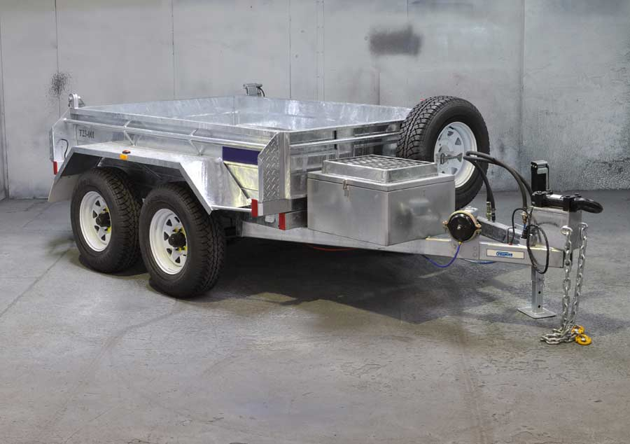 8x5 tandem tipper with sola charger